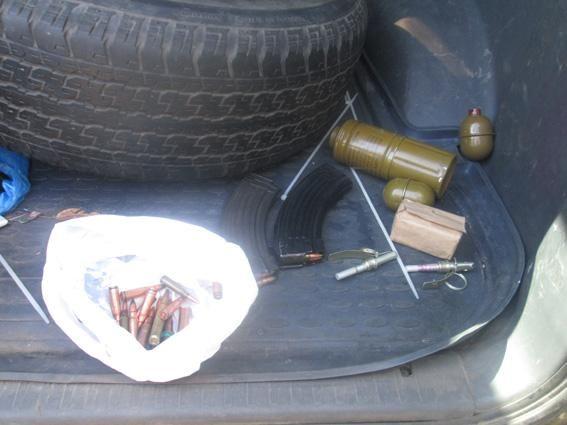 На въезде в Харьков правоохранители задержали мужчину с арсеналом оружия [Фото]
