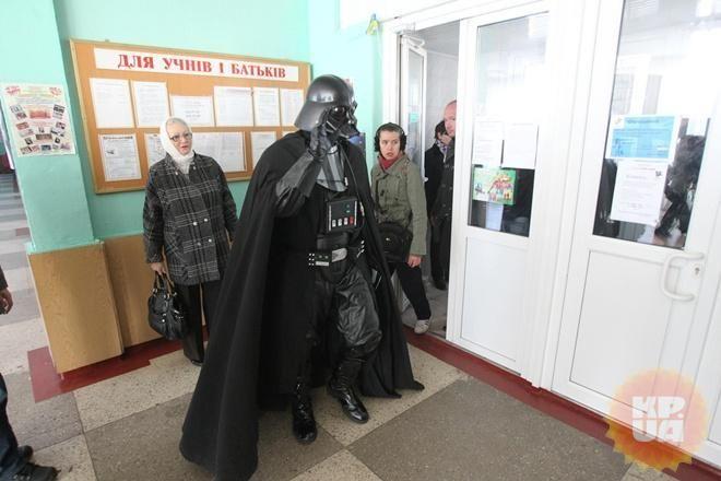 Дарт Вейдер не смог проголосовать [Фото]