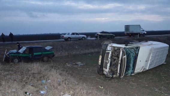 В Николаевской области инкассаторская машина столкнулась с микроавтобусом. Один человек погиб