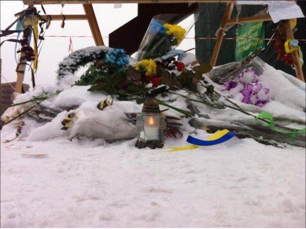 В Харькове патриотический марш: милиция пела гимн вместе с активистами [Фото]