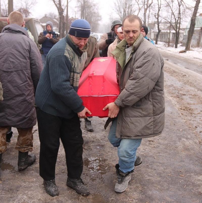 В Донецке пленных украинских военных ведут