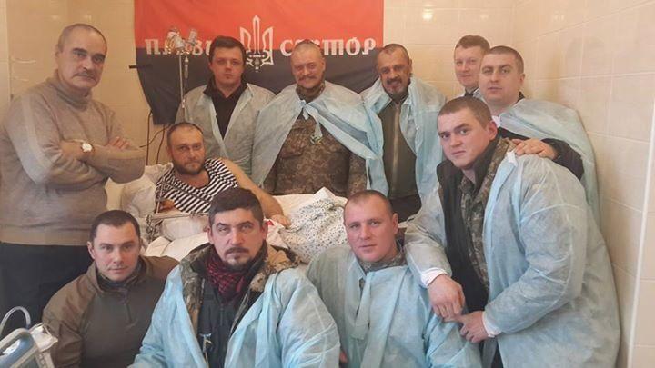 Фото дня: Яроша посетили боевые товарищи - говорили не только о девушках
