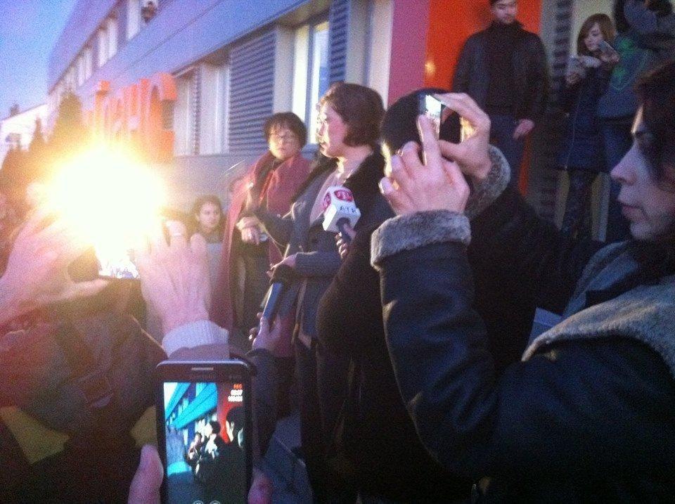 В Крыму люди протестуют против обысков телеканала