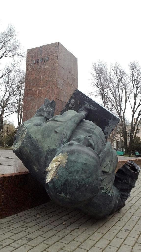 Ленинопад продолжается — на этот раз в Бердянске