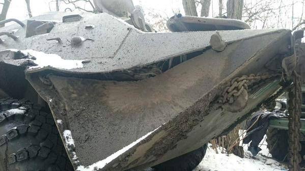 В Песках наши военные захватили БТР боевиков