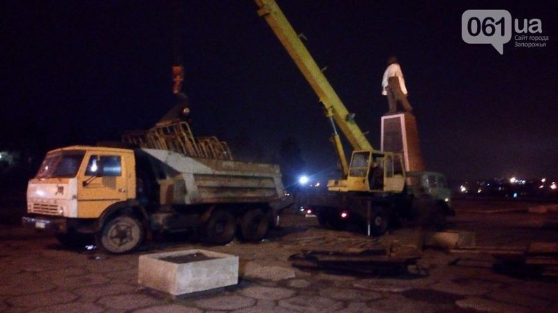 В Запорожье огородили памятник Ленину, чтобы предотвратить его снос