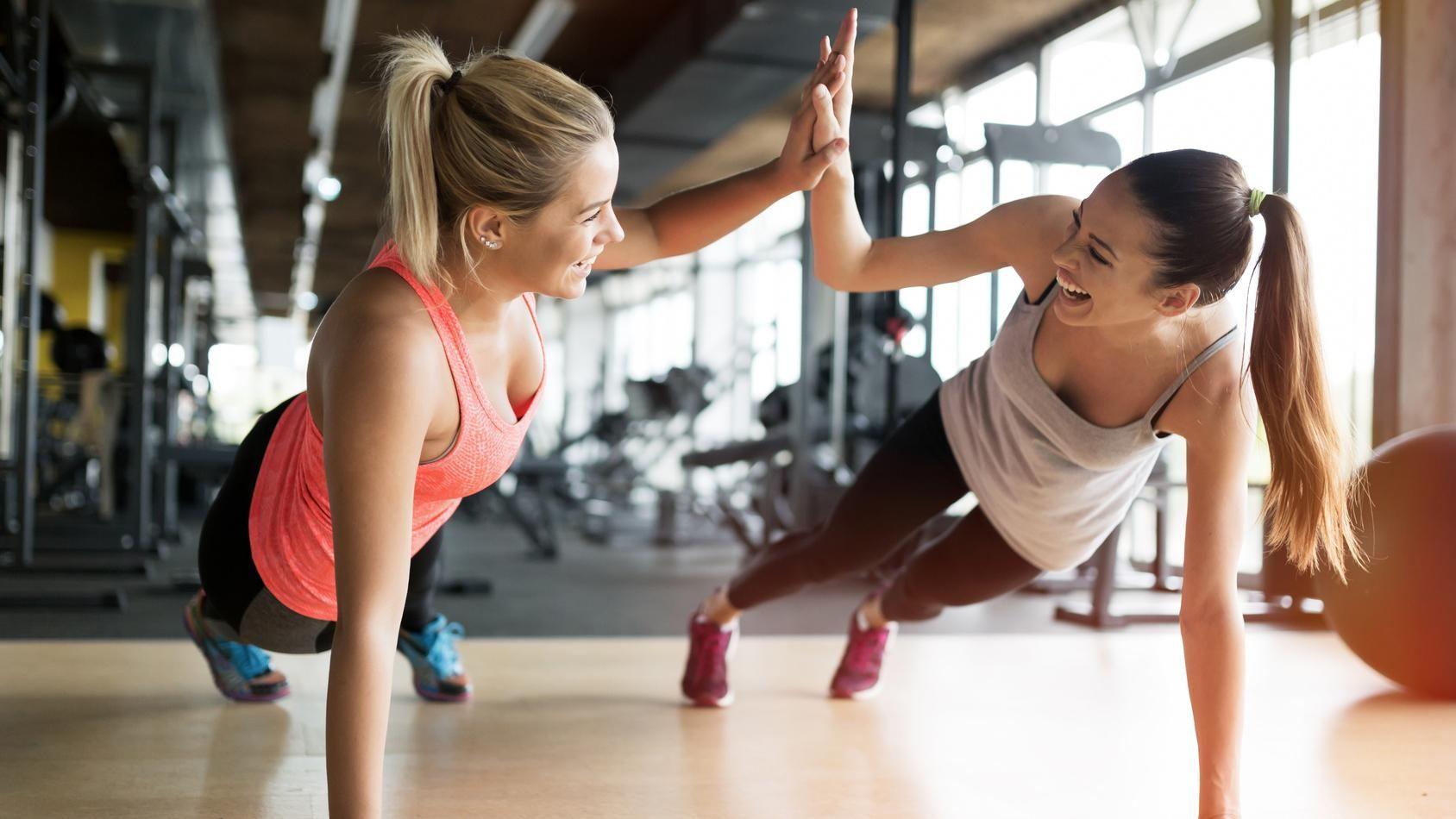 того, обращаем девки на фитнесе с озабоченным тренером член, наливаясь силой