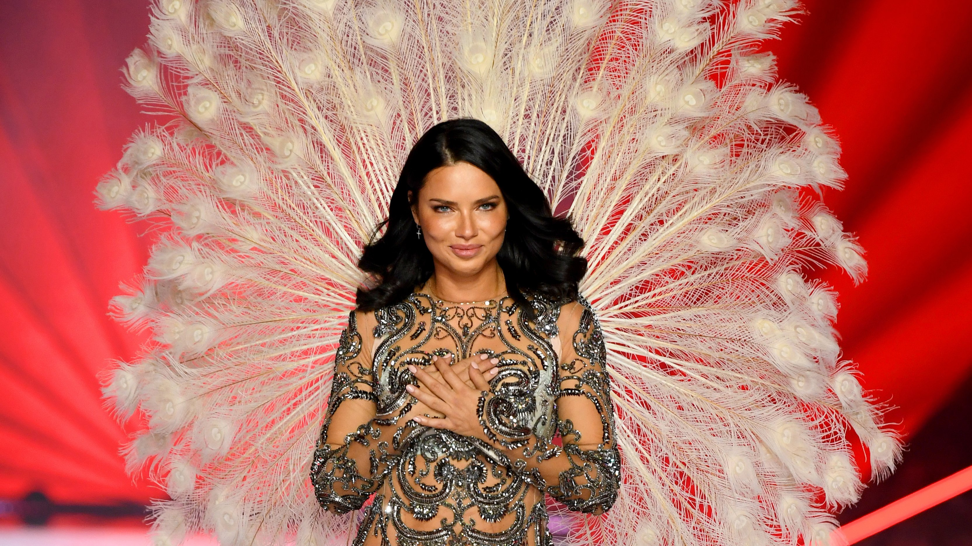victorias secret fashion show adriana lima tears up - HD1176×882
