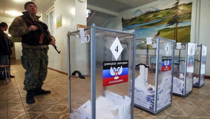 """""""Спасибі Росії, що нам дають всі блага"""": дві буханки хліба як гарантія високої явки на """"виборах"""" (відео)"""