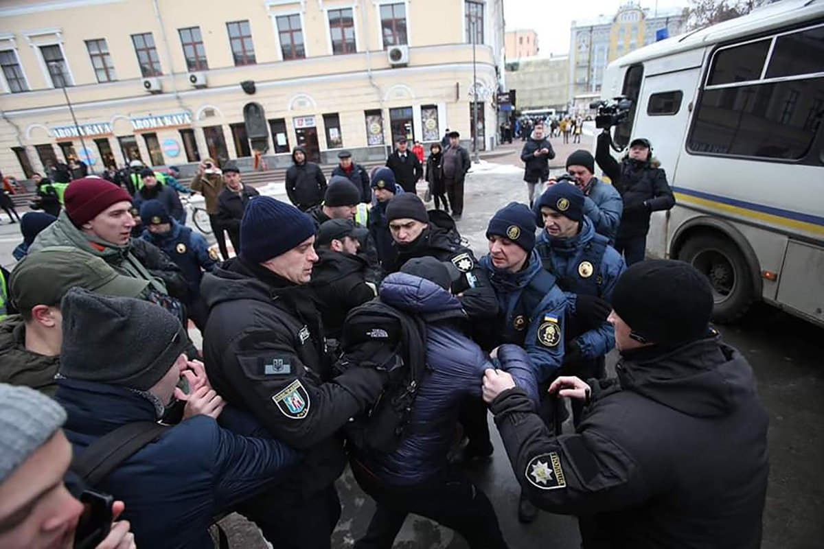 'Полювання' на правоохоронців, які побили активістів у Києві