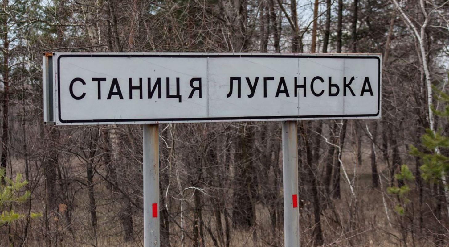 На лютневому морозі: журналіст показав фото кілометрових черг до пункт
