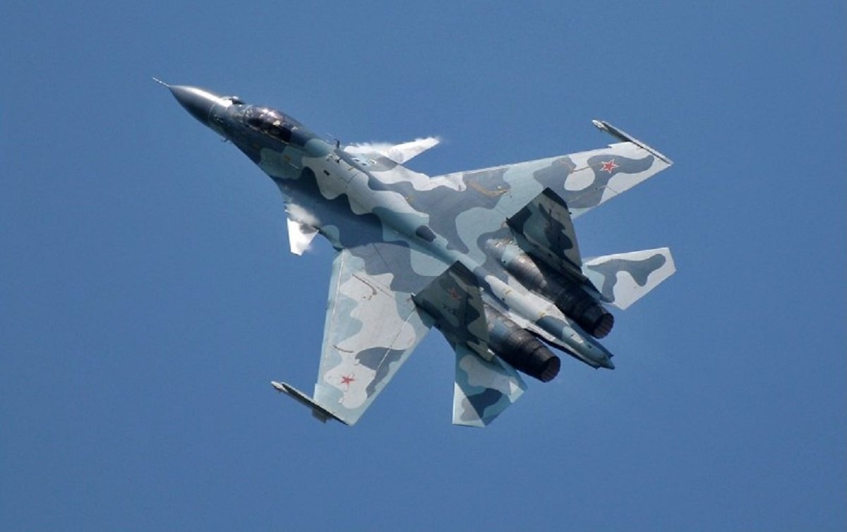 Неприйнятна поведінка: російський винищувач здійснив небезпечне зближе