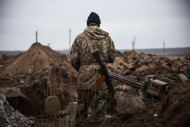 Напружена ситуація: журналісти потрапили під обстріл на Донбасі – віде