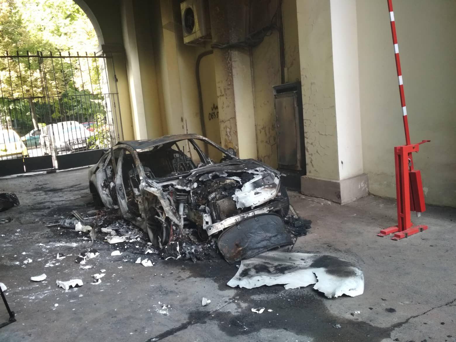 Все знали, чья это машина: охранник о поджоге автомобиля невестки Гонтаревой - Срочные новости - 24 Канал