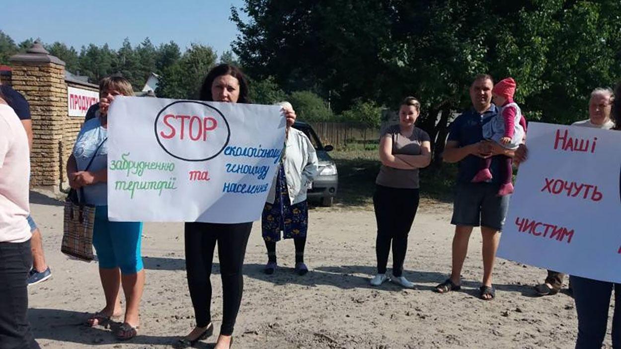 На Рівненщині люди потерпають від невідомого нальоту: фото, відео - 24