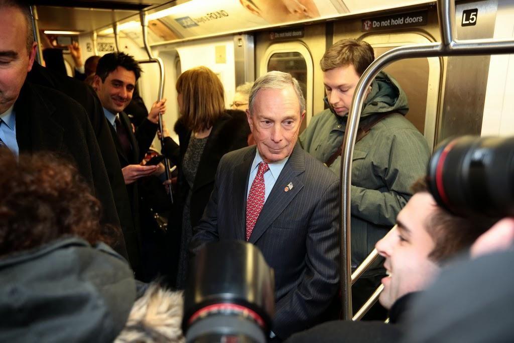 Майкл Блумберг у метро