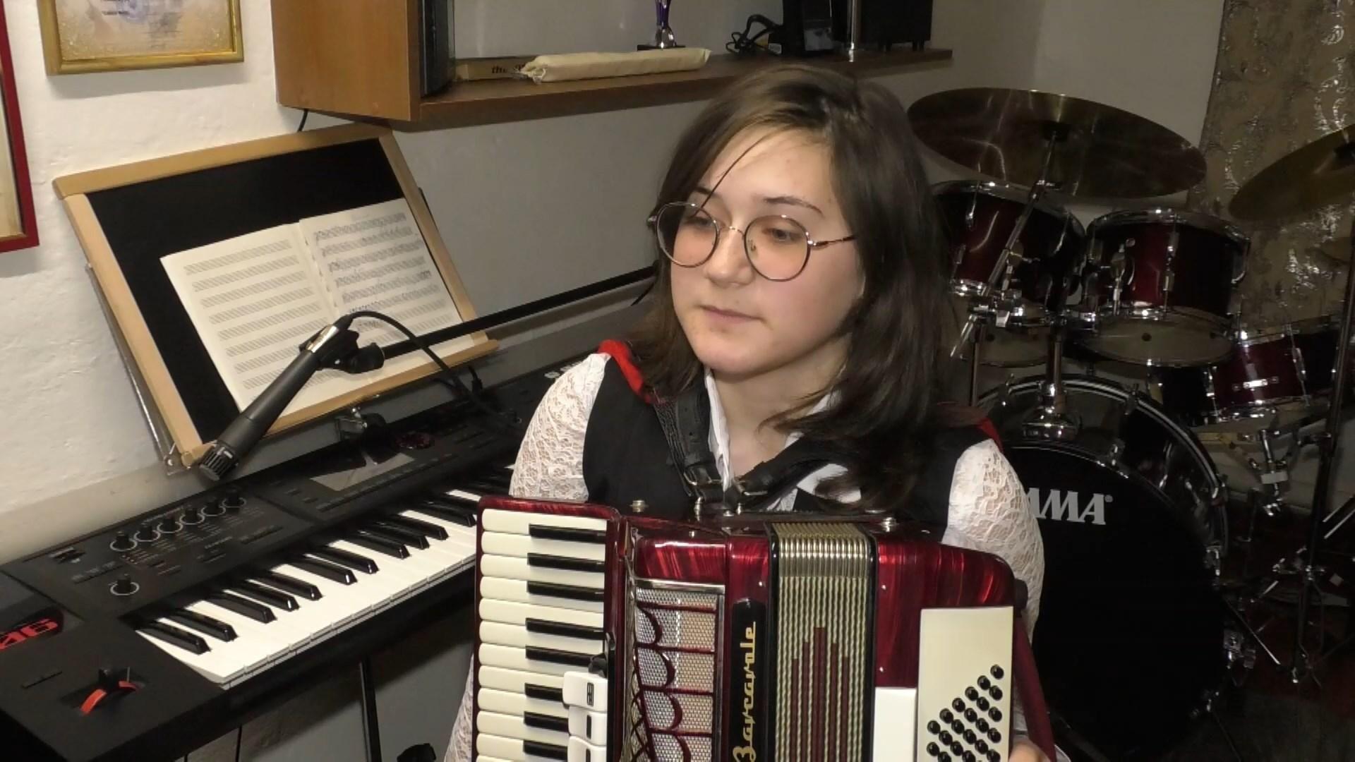 Школьница из Черкасс освоила 15 музыкальных инструментов: зрелищное видео - Новости Черкасс сегодня - 24 Канал