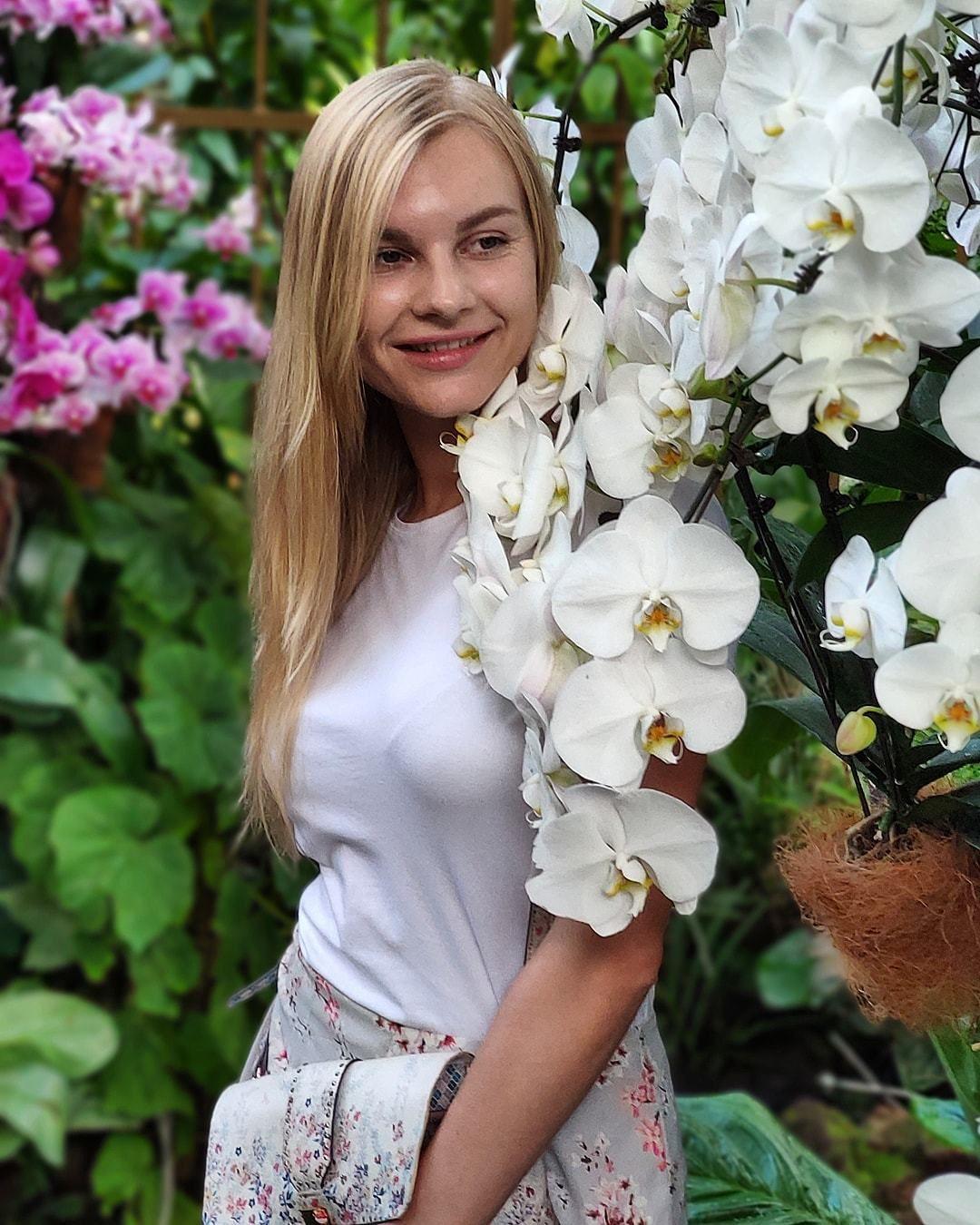 Марія Микитюк бортпровідниця МАУ фото