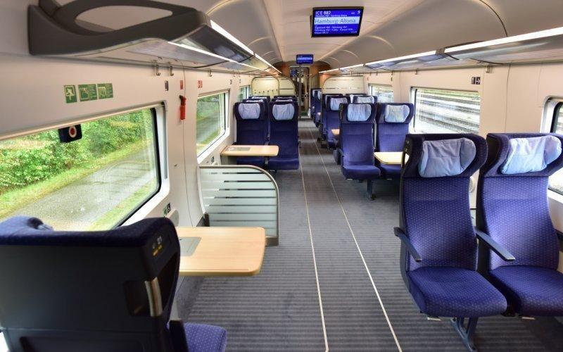 поїзд Deutsche Bahn фото салон потяга німецька залізниця