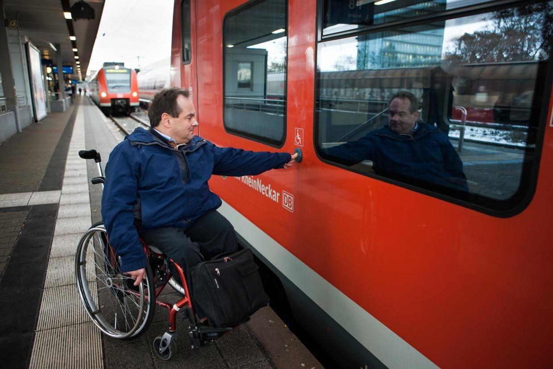 фото поїзда Deutsche Bahn Німеччина пасажирські перевезення люди з інвалідністю