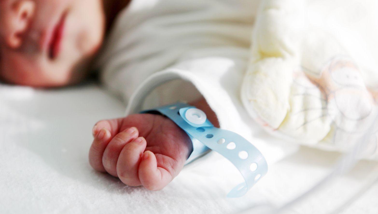 Померла новонароджена дитина, яку знайшли в поліетилені на Херсонщині, –  ЗМІ - Новини Херсон - 24 Канал