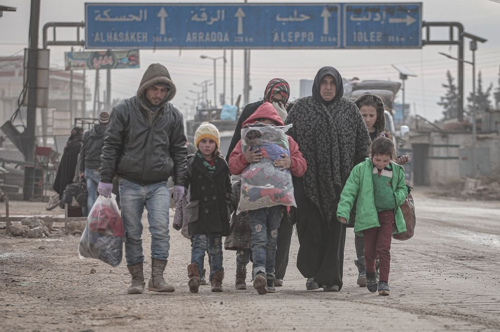 війна в Сирії фото 2020 мирні жителі біженці покидають свої домівки після авіаударів