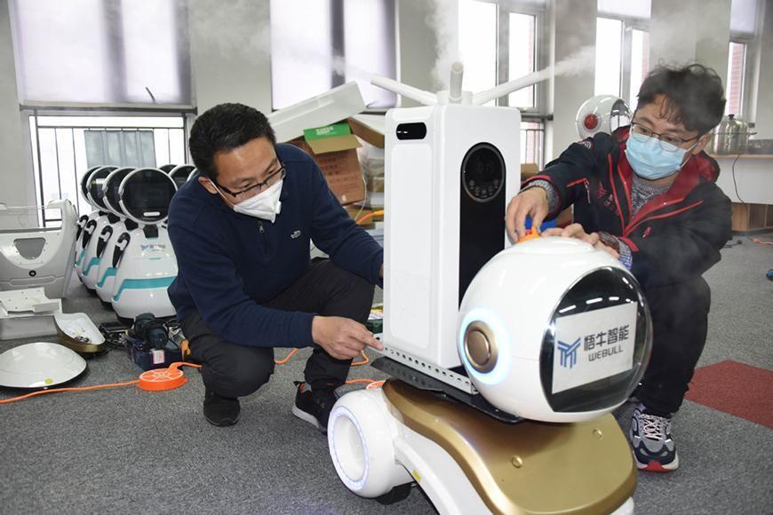 Робот для боротьби з коронавірусом. розроблений у Китаї