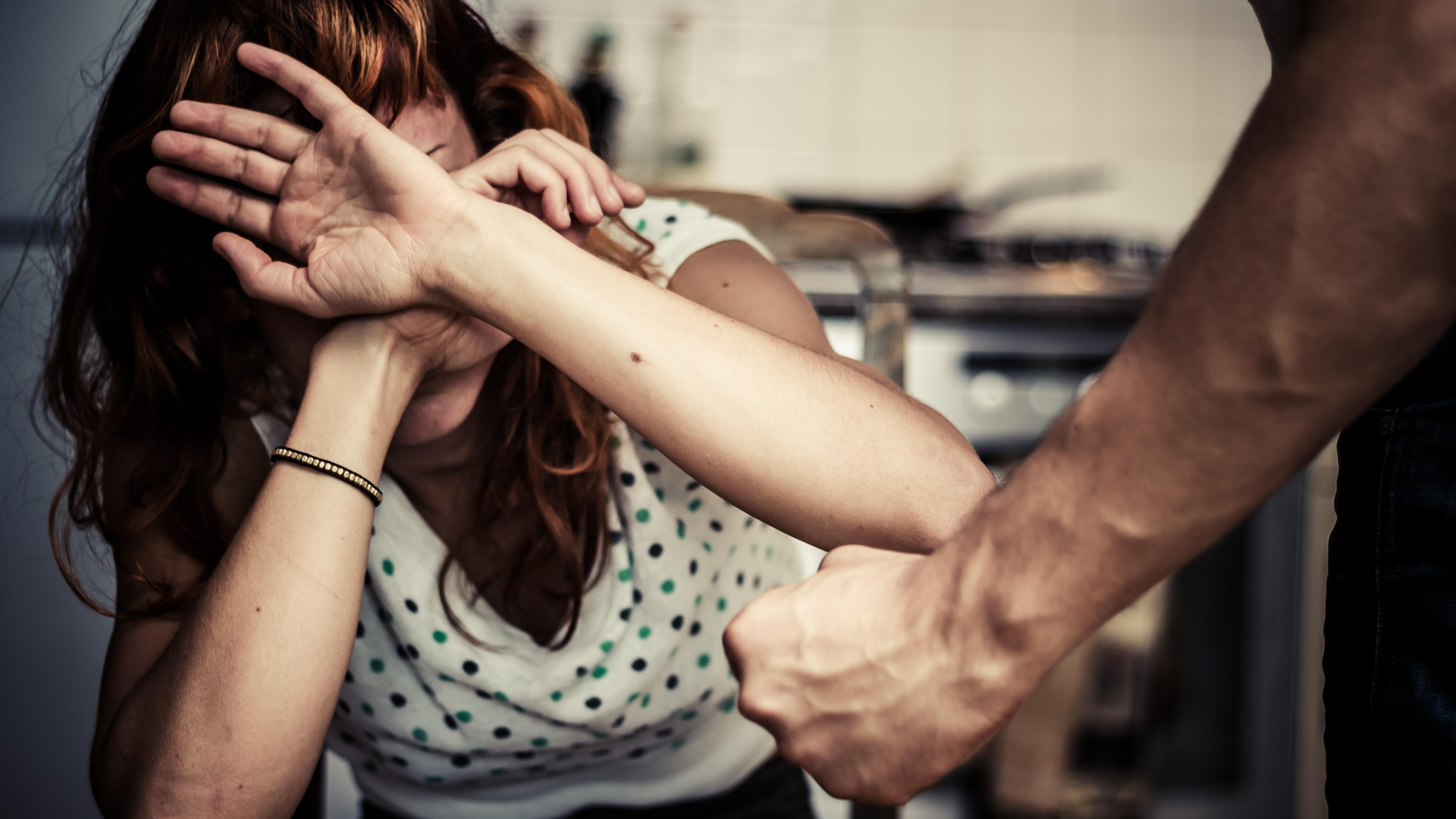 Терпела, потому что верила, что женятся раз в жизни: как Украина борется с домашним насилием - Новости здоровья - Здоровье 24