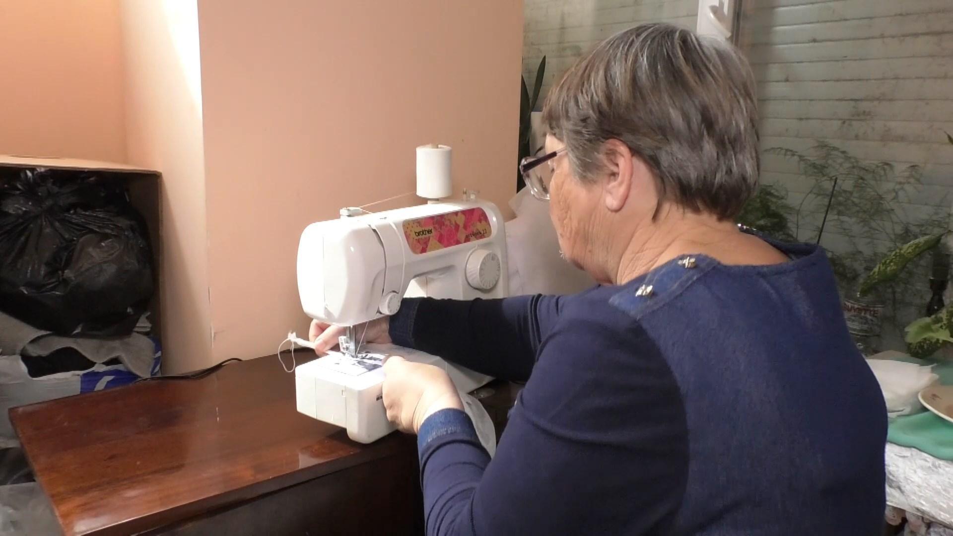 Полтысячи масок сшили пенсионерки за неделю в Черкассах: видео - Новости Черкасс - 24 Канал