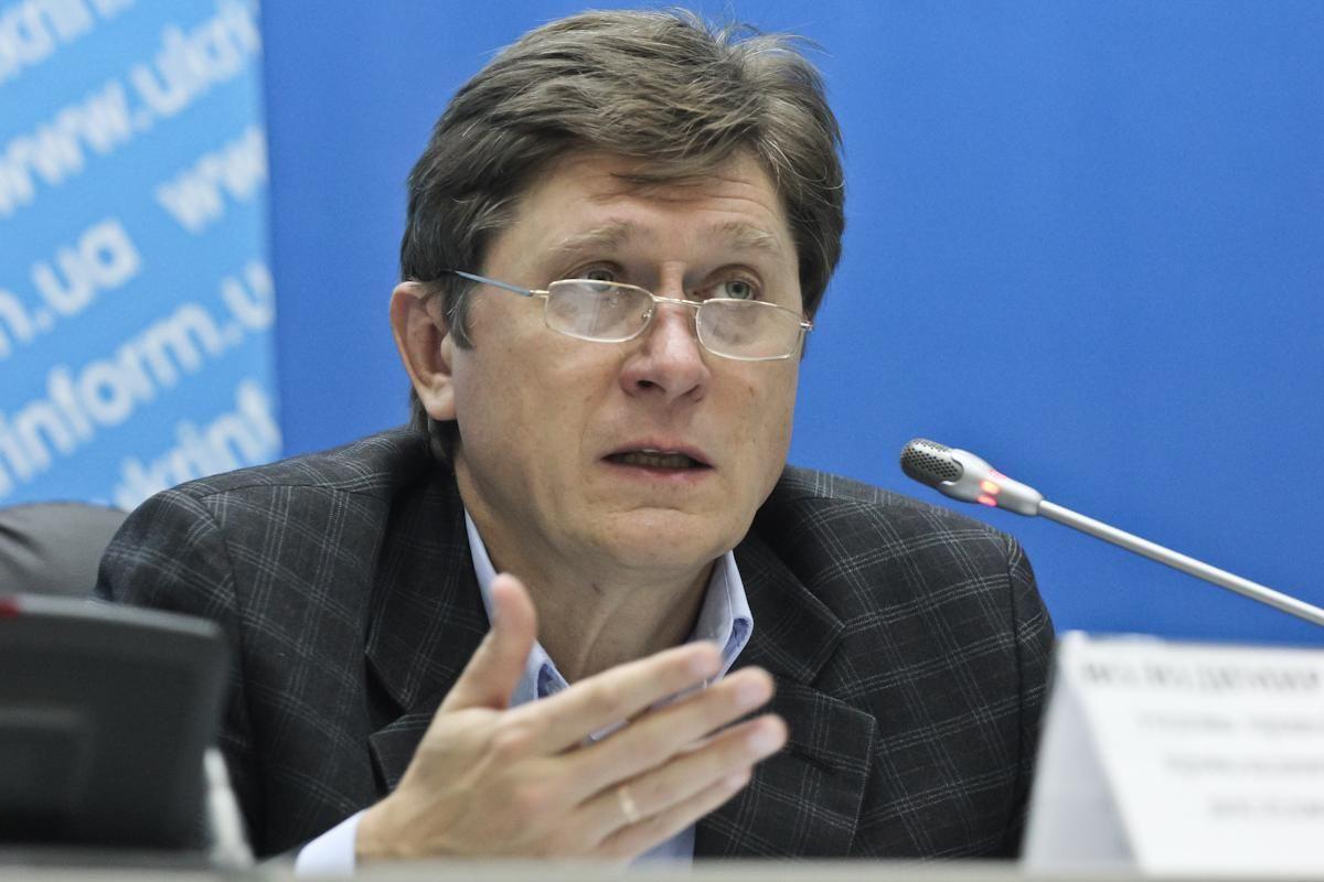 В режиме чрезвычайного положения больше полномочий будет у МВД и Минздрава, – Фесенко - 24 Канал