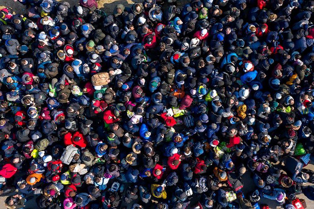 Очередь из тысячи украинцев на границе с Польшей: шокирующие фото и видео - Новости Украины - 24 Канал