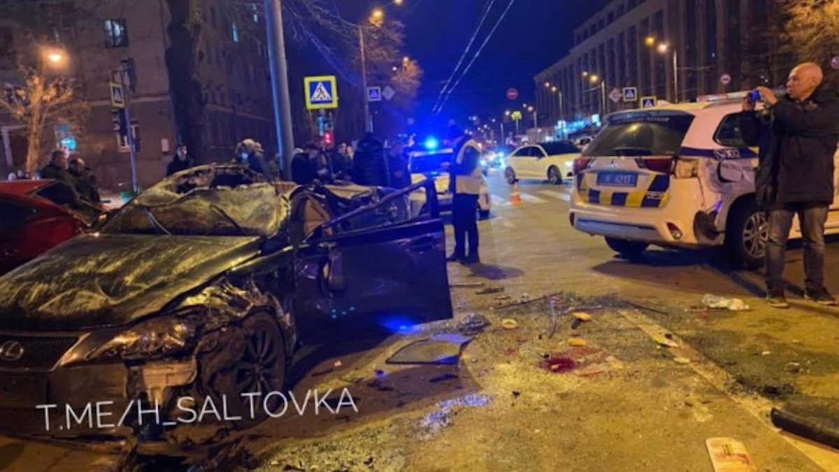 У Харкові Lexus протаранив авто копів та Mazda: фото, відео