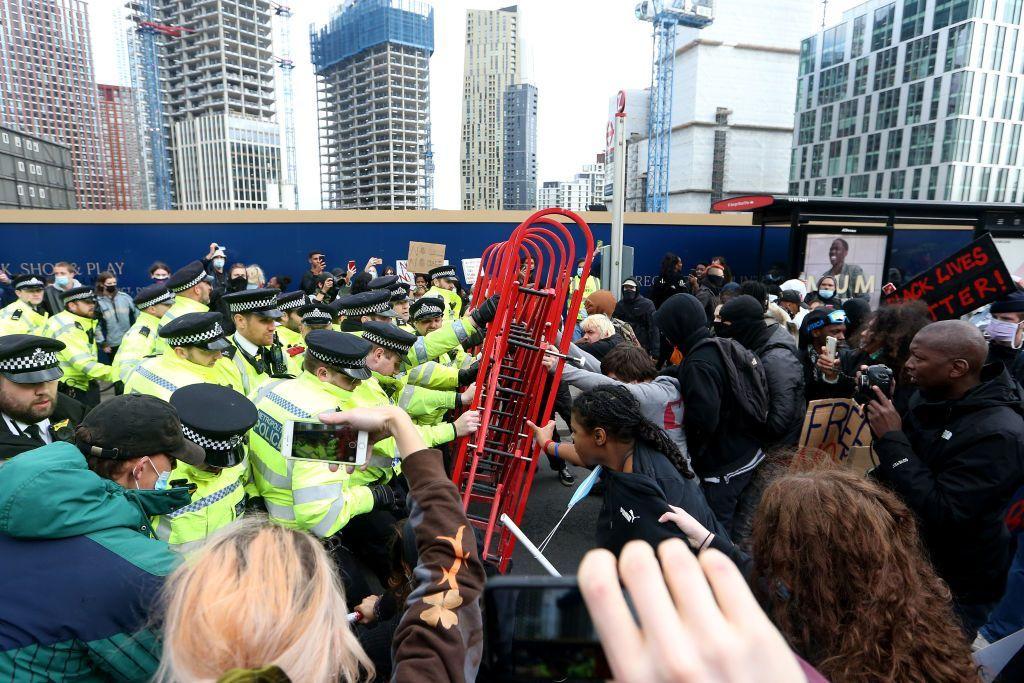 Під час протестів у Лондоні не минулося без сутичок
