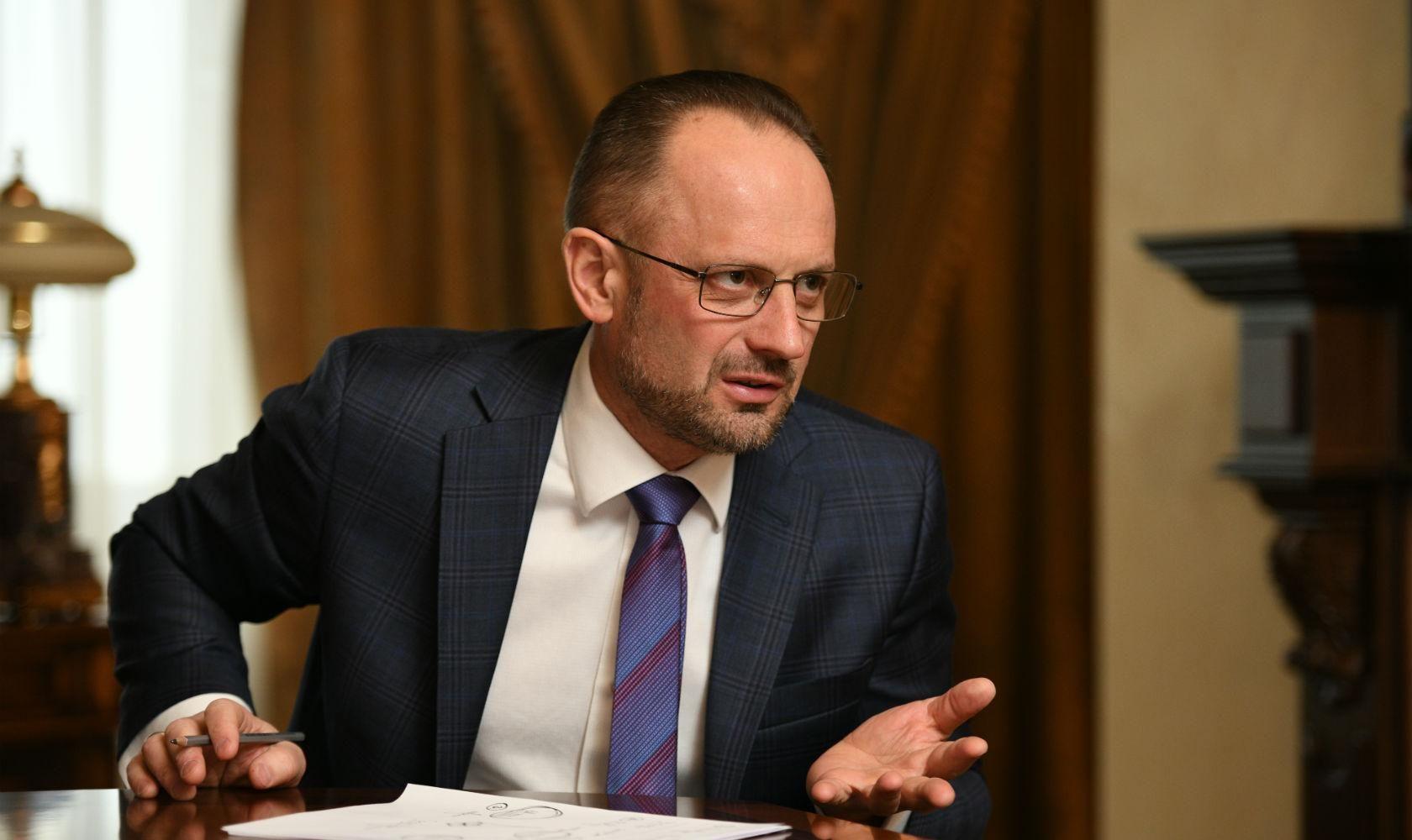 Нужен ли Украине институт президентства: ответ соавтора Конституции Бессмертного - 24 Канал
