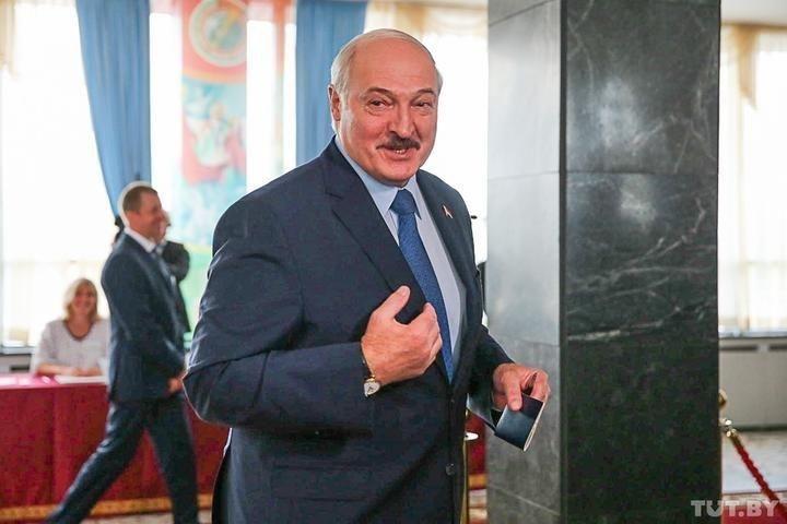 Лукашенко проголосував на президентських виборах у Білорусі