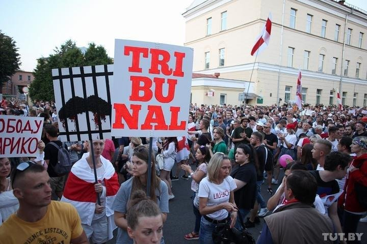 Тысячи активистов устроили митинг под СИЗО в Минске: последние новости – фото, видео