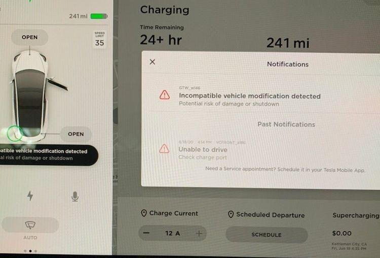 Tesla ускладнила життя любителям злому своїх електромобілів
