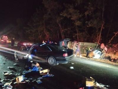 На Буковине не разминулись микроавтобус и легковушка: более 10 человек пострадали, есть погибший