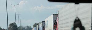 Очереди из грузовиков образовались на западной границе Украины: фото и видео