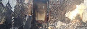На Львівщині пожежа знищила будинок: померла жінка – фото згарища