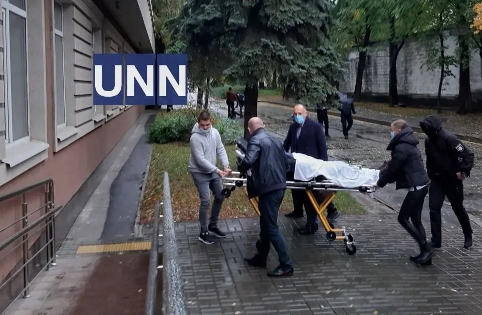 Винуватця ДТП на Майдані доставили у суд на каталці