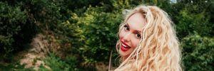 Лялька Барбі: Оля Полякова підкорила мережу в прозорому вбранні та з гламурним макіяжем – фото