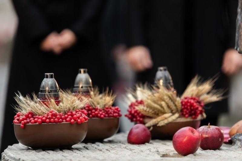Зеленський вшанував пам'ять жертв Голодомору