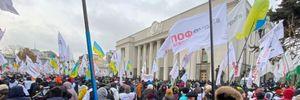 Мітингувальники-підприємці перекрили рух центром Києва, почалися сутички з поліцією: відео