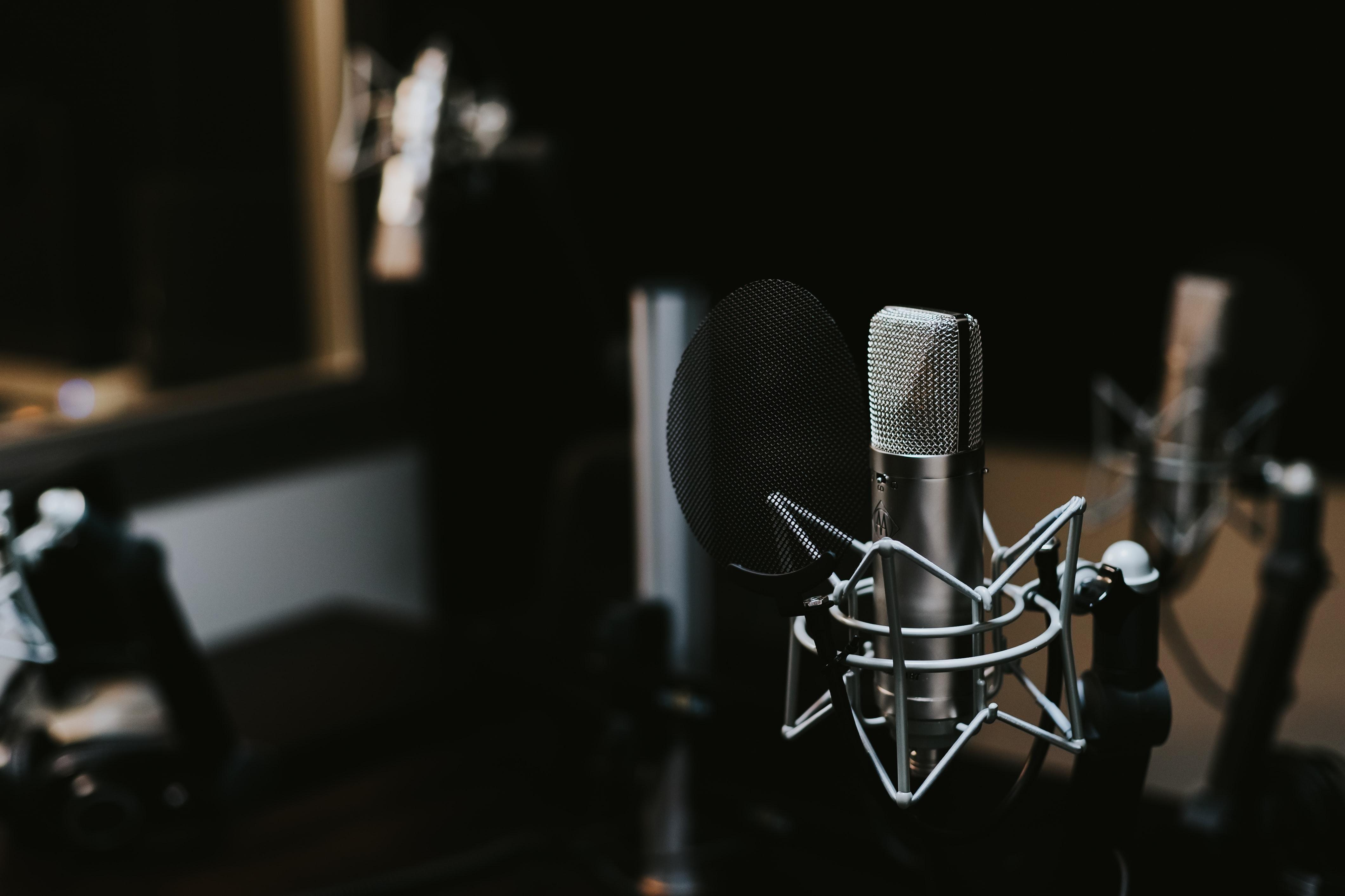 Як стати радіоведучим: продюсер 'Люкс ФМ' поділився всіма секретами ро