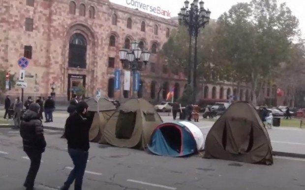 Палатки у центрі Єревана