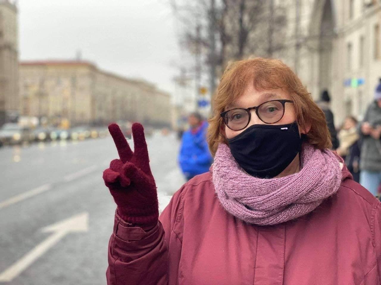 Мама Олексія Навального прийшла на протест