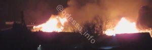 Масштабна пожежа сталася на базі відпочинку під Одесою: відео