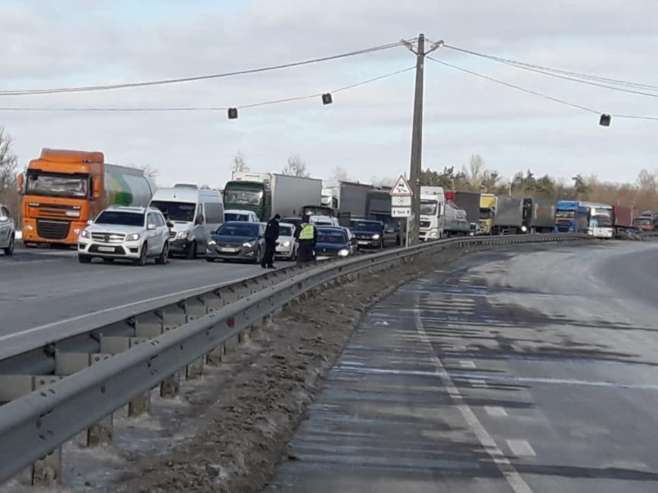 На Полтавщині перекрили трасу Київ – Харків