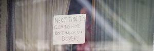 Мужчина на карантине подавал сигналы прохожим записками в окне